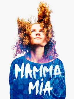 In opdracht van Rotterdams Montessori Lyceum. Raymond de Vries geeft workshops grafisch ontwerp, fotografie en decorontwerp aan  de leerlingen die meedoen aan de eindejaars musical 'Mamma Mia'. Deze fotoreeks van Cast & Crew - waar iedereen zich voorst