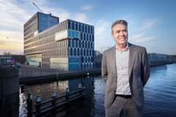2018 januari - In opdracht van Volta_thinksvisual voor Bouwfonds Property Development, GO18 ezine #07; portret van Patrick_Joosen. Op locatie Den Haag.