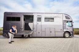 Fotoreportage voor Trichis Publishing Rotterdam tbv relatiemagazine CHIO Rotterdam 2017. Op de foto Judith van der Pols met haar paardentruck Mercedes Antos Interhorse 1835. ©2017 Raymond de Vries